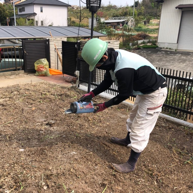 除草剤の散布作業の様子